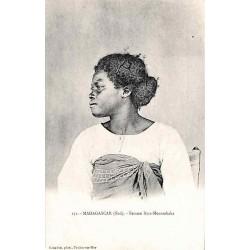 MADAGASCAR (Sud) Femme...