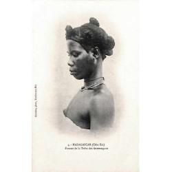MADAGASCAR (Côte Est) Femme de la tribu des Anterengato