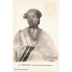MADAGASCAR - Femme de l'île...