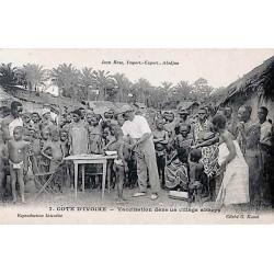 COTE D'IVOIRE - Vaccination dans un village abbeys